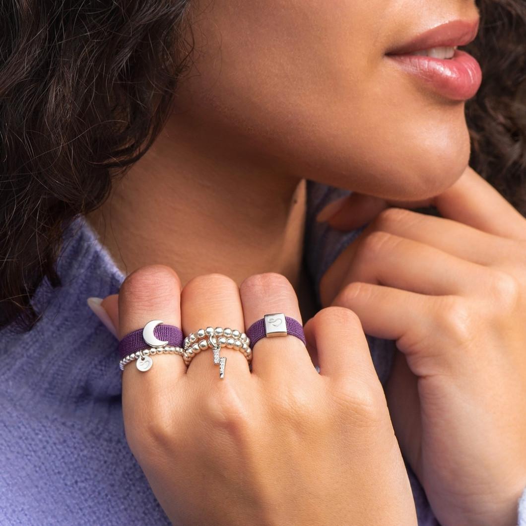 Кольцо из бусин с шармиком на петельке «Молния с камушками»